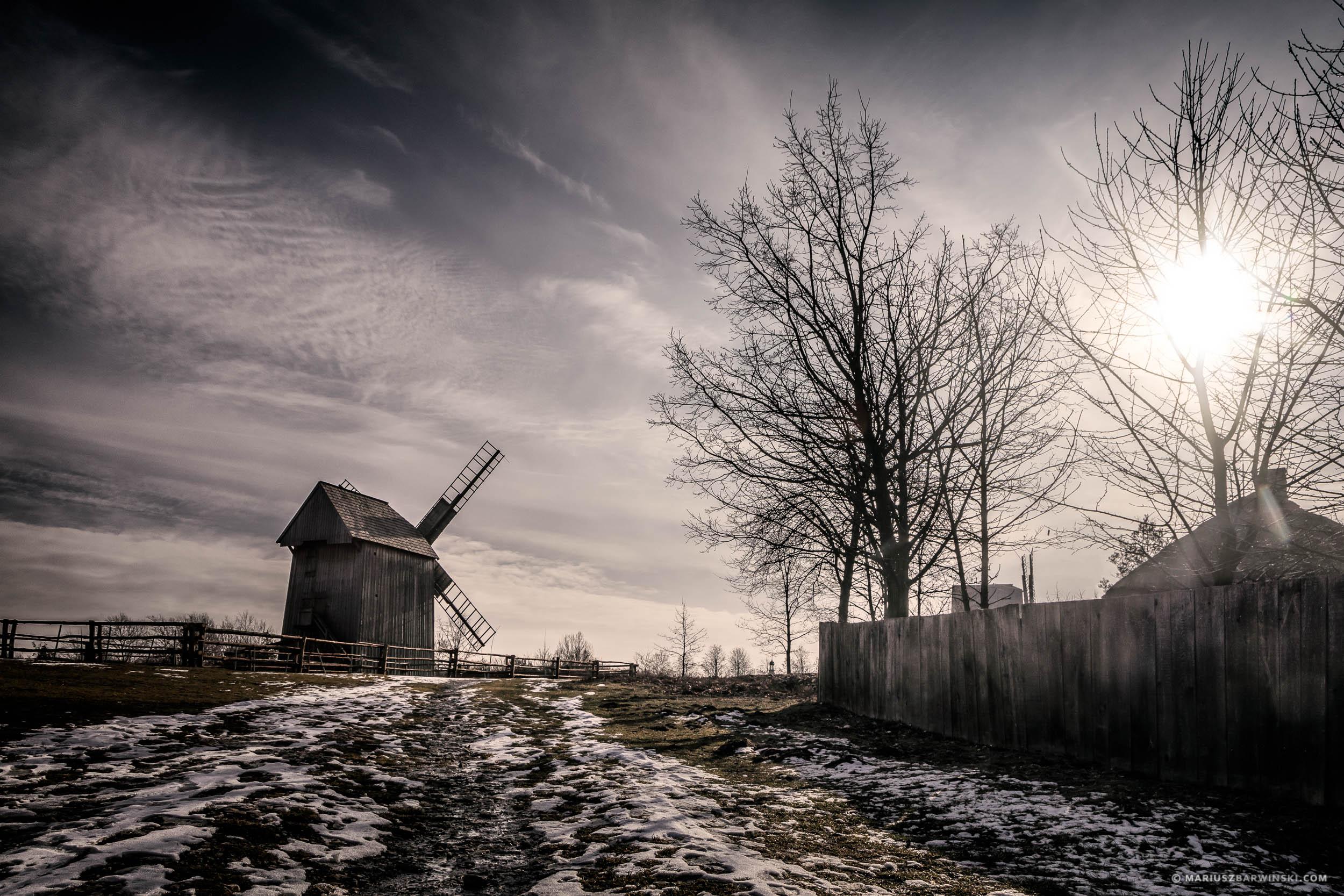 Wiatrak w muzeum Wsi Kieleckiej w Tokarni. Windmill in Tokarnia
