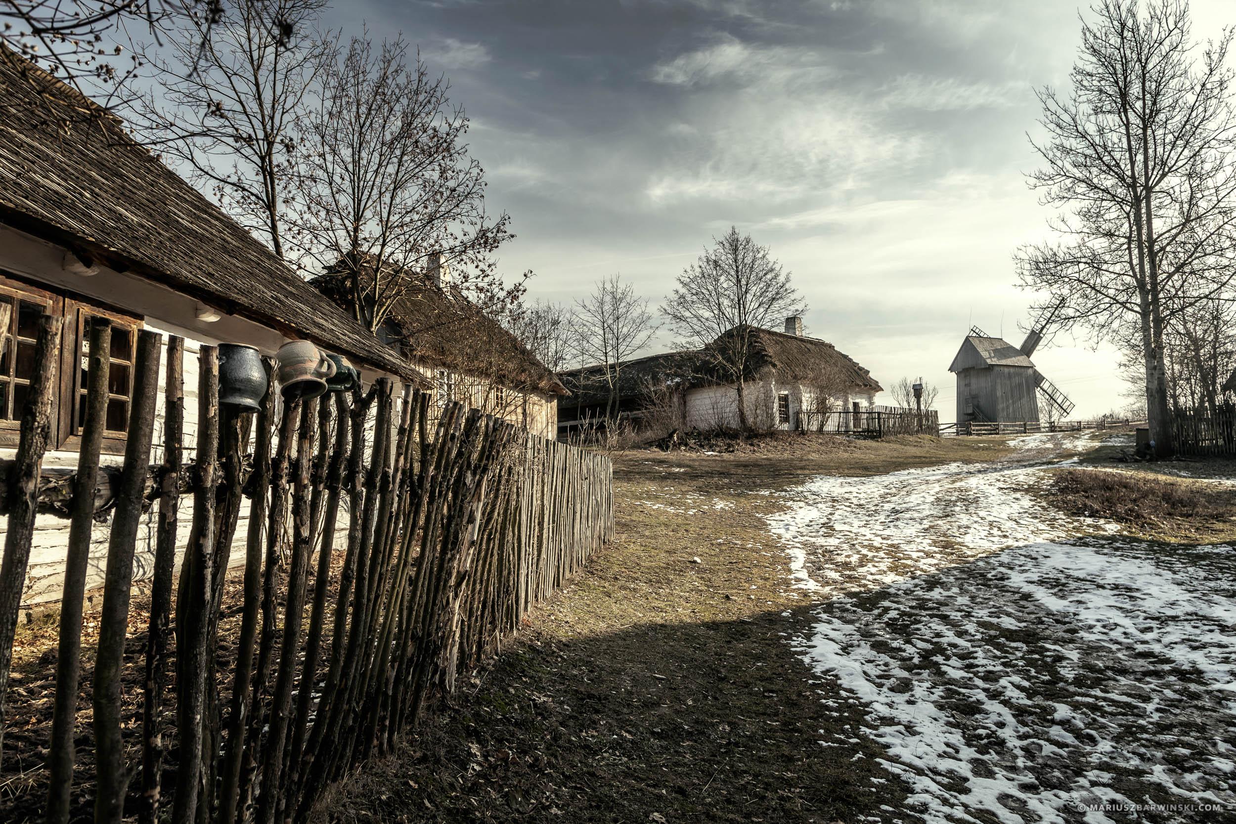 Rural farms in Tokarnia Open-air museum. Wiejskie zagrody w Muze