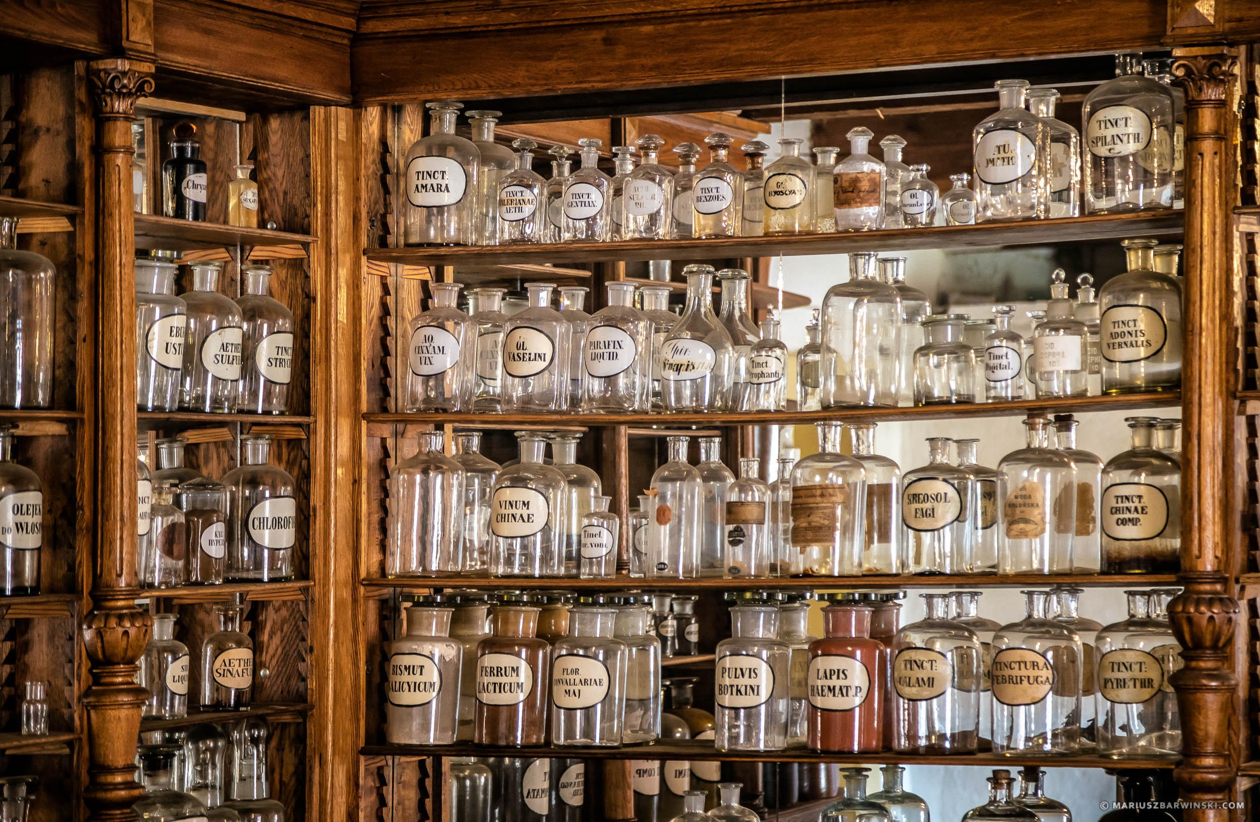 The interior of an old pharmacy. Open-air museum in Tokarnia. Wn